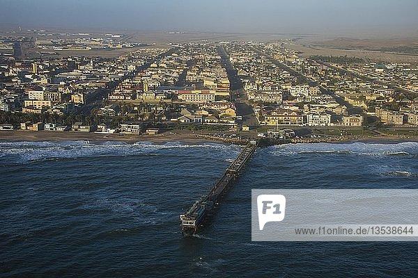 Luftaufnahme von Swakopmund  Namibia  Afrika