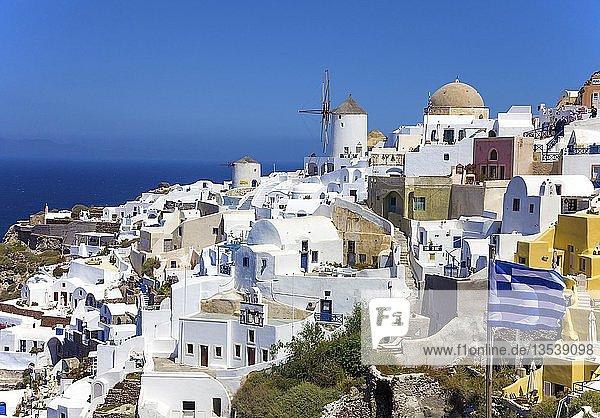 Windmühlen in Oia  Santorin  Kykladen  Ägäis  Griechenland  Europa