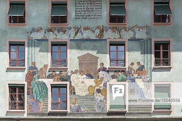 Hausfassade mit Fest von Kanaan-Malerei von Eduard Renggli  Weinmarkt in der Altstadt  Luzern  Schweiz  Europa