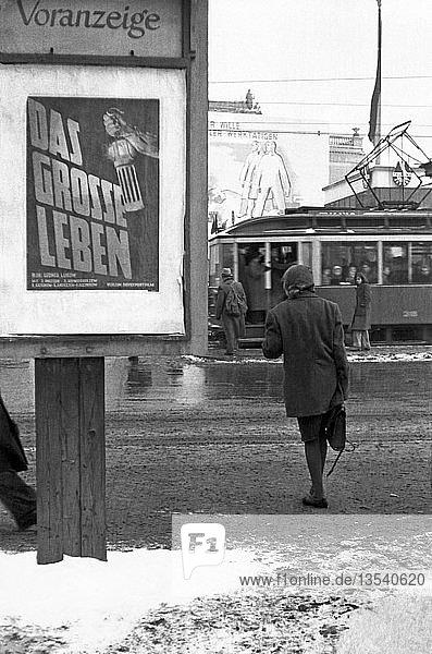 Kino  Werbeplakat  1949  Karl-Marx-Platz heute Augustusplatz  Leipzig  Sachsen  DDR  Deutschland  Europa