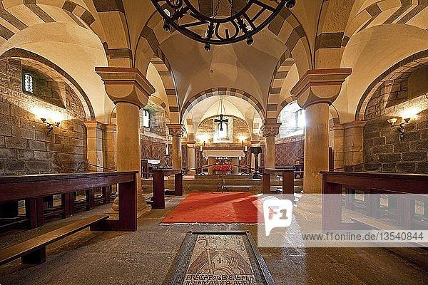 Innenansicht  Krypta der Abteikirche Maria Laach  Glees  Eifel  Rheinland-Pfalz  Deutschland  Europa