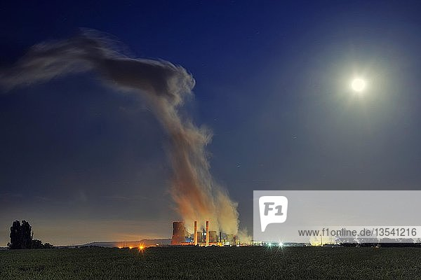 Kohlekraftwerk Niederaußem  Nachtaufnahme bei Vollmond  Niederaußem  Nordrhein-Westfalen  Deutschland  Europa