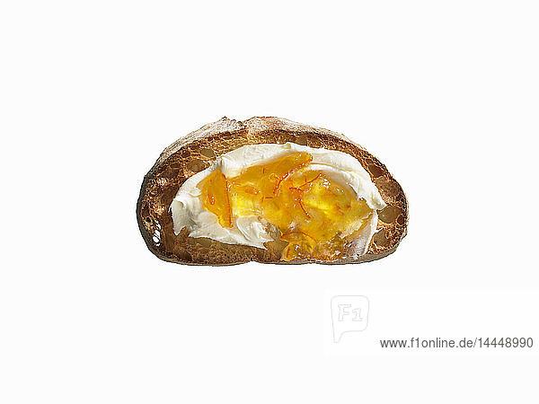 Ciabatta-Toast mit Butter und Oranenmarmelade