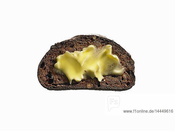 Nuss-Trockenfrüchte-Ciabatta-Toast mit Butter