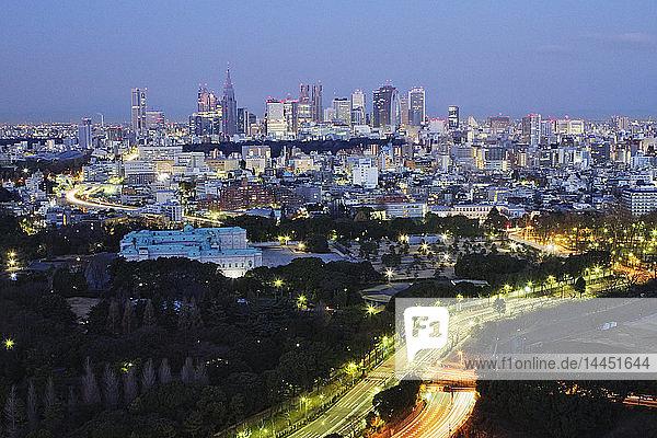 Stadt-Nacht-Skyline