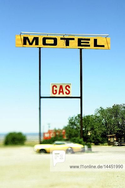 Alte Motel- und Gasschilder