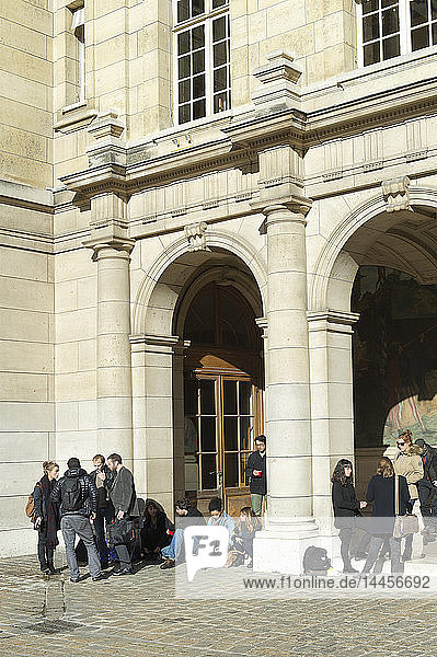 France. Paris 5th district. The Latin Quarter. The Sorbonne. Students in the main courtyard of the Sorbonne