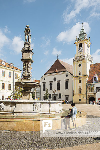 Roland's Fountain and The Town Hall  Old Town  Bratislava  Slovakia