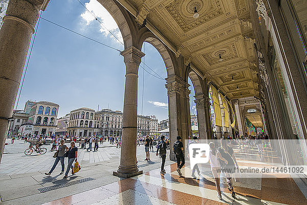 View of the shoppers in Piazza Del Duomo  Milan  Lombardy  Italy