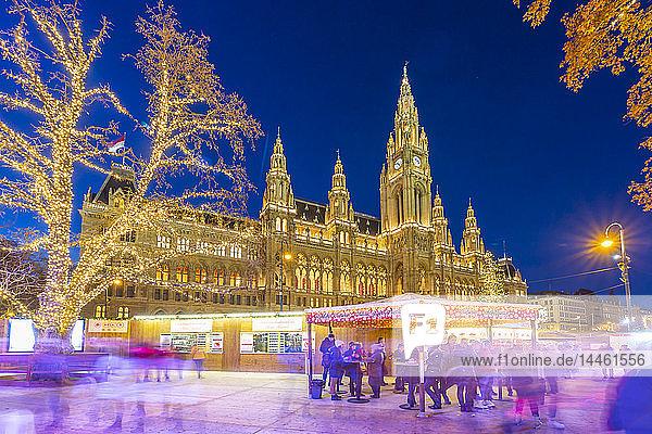 Rathaus and Christmas Market at night in Rathausplatz  Vienna  Austria