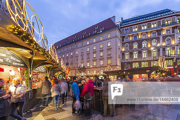 View of Stephanplatz Christmas Market at dusk  Vienna  Austria
