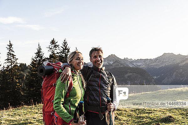 Wandern zu zweit in den österreichischen Bergen