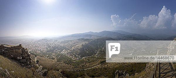 Türkei  Bergama  Blick von der Akropolis