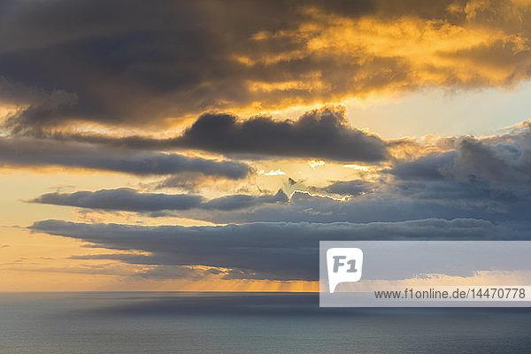 Wiedervereinigung  Westküste  Saint-Leu  Sonnenuntergang über dem Meer