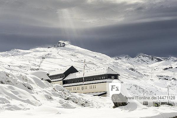 Spanien  Andalusien  Provinz Granada  Skigebiet der Sierra Nevada im Winter