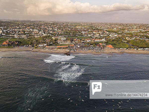 Indonesien  Bali  Canggu  Luftaufnahme des Strandes von Batu Bolong