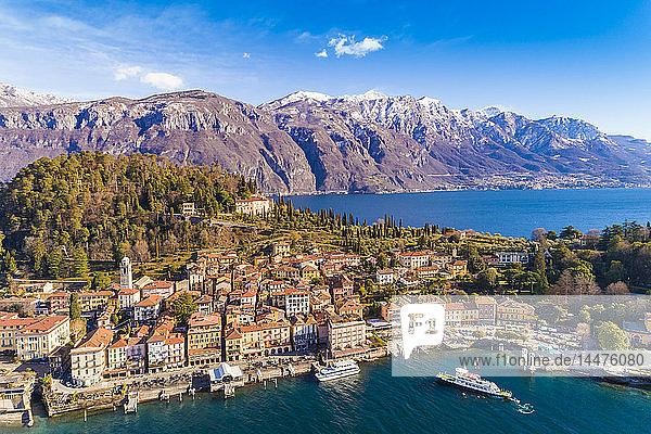 Italien  Lombardei  Luftaufnahme von Bellagio und Comer See