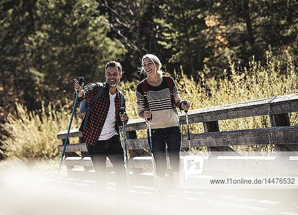 Österreich  Alpen  Paar auf Wanderung