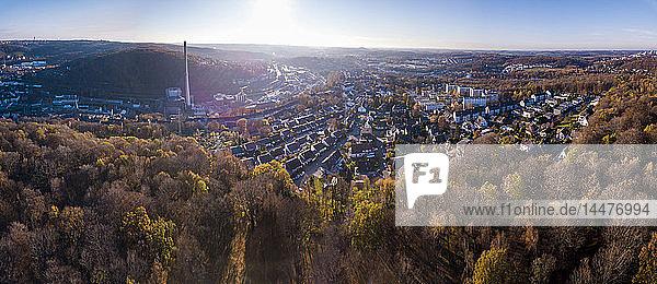 Deutschland,  Wuppertal,  Luftaufnahme von Elberfeld im Herbst