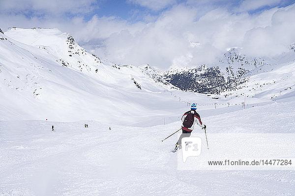 Frankreich  Französische Alpen  Les Menuires  Trois Vallees  Skifahrer