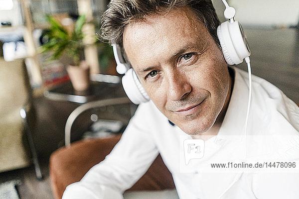 Porrtrait of confident mature man wearing headphones