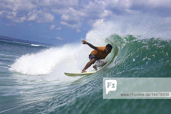 Indonesien  Bali  Kuta  Surfer