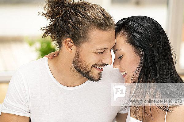 Liebespaar beim Küssen  Porträt