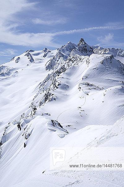 Frankreich  Französische Alpen  Les Menuires  Trois Vallees  Tiefschnee