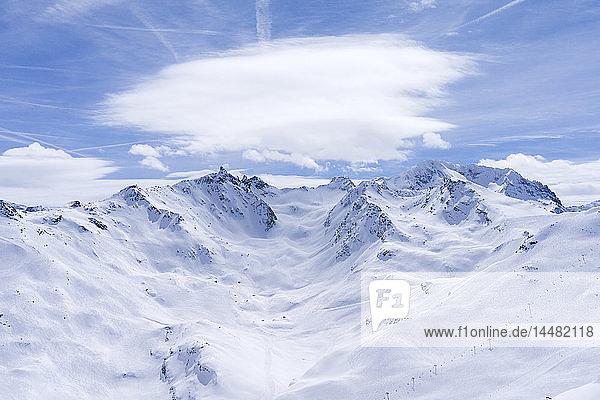Frankreich  Französische Alpen  Les Menuires  Trois Vallees  Blick auf das Skigebiet