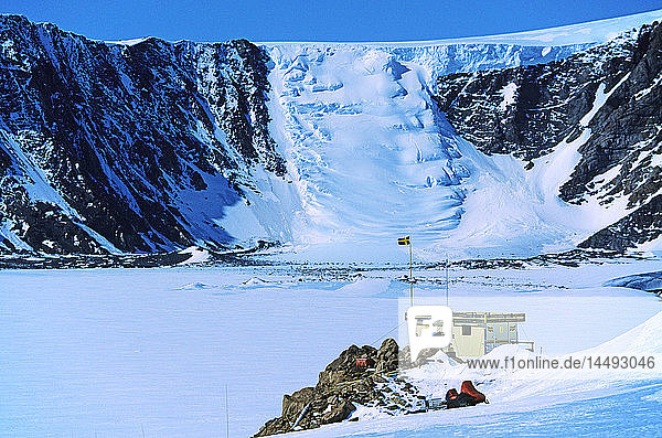 Avalanche near Antarctic station