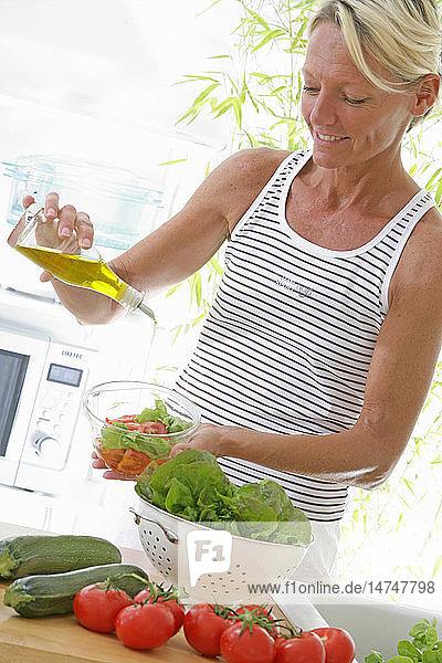 ELDERLY P. EATING RAW VEGETABLES