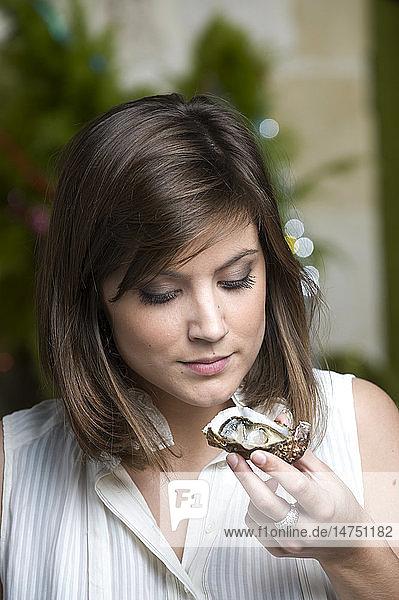 WOMAN EATING SELLFISH