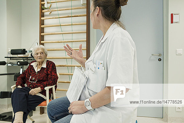 ELDERLY P. IN PHYSICAL THERAPY
