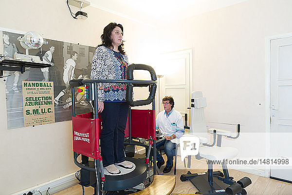 """Reportage on a physiotherapist who practices vestibular rehabilitation on patients suffering from dizziness. This woman was viciously attacked in her car by a stranger and has been suffering from dizziness as a result of the punches she received. The physiotherapist carries out an expert assessment to determine the seriousness of the disorder. The physiotherapist recommends optokinetic stimuli on a machine called the """"Multitest Equilibre by Framiral  to check whether the patient manages to anchor herself with her lower limbs."""