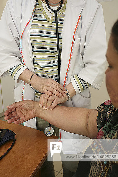 TAKING A WOMAN´S PULSE