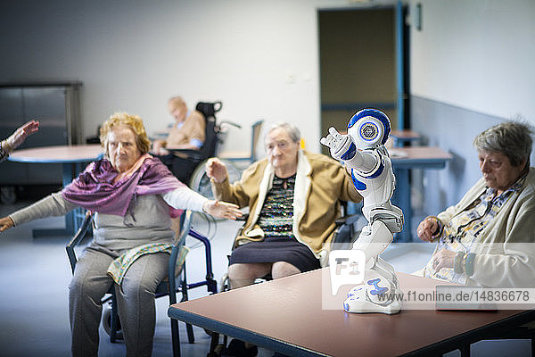 Reportage in the 'Balcons de Tivoli' nursing home in the Bordeaux region of France which is equipped with a Zora robot. Zora is a software solution developed by QBMT to pilot the NAO robot designed by Aldebaran. The humanoid NAO  equipped with Zora software is used by employees of the nursing home as well as during gym sessions. Zora talks  sings  dances and moves to come into contact with the residents. The residents take part in a gym session run by a sports educator.