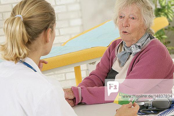 HOSPITAL CONSULTATION ELDERLY P.