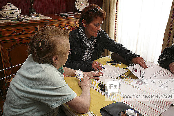 HOME CONSULTATION ELDERLY PEOPLE
