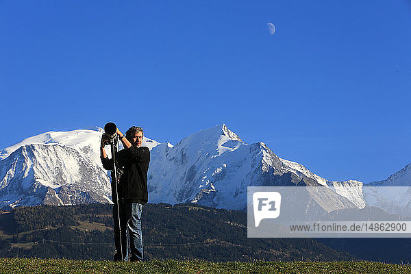 Photographer in front of the Mont Blanc.