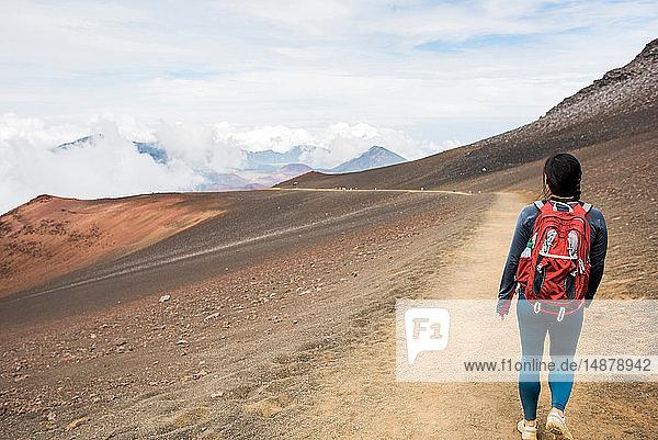Wanderer auf Wanderweg  Haleakala-Nationalpark  Maui  Hawaii