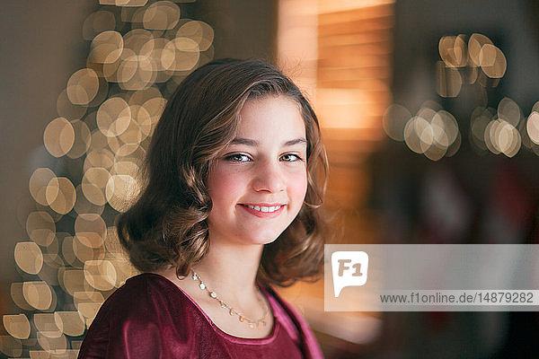 Porträt eines Mädchens zu Weihnachten