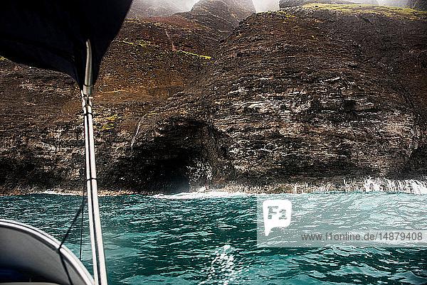 Meereshöhle an der Küste von Na Pali  Kauai  Hawaii
