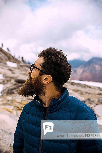 Wanderer erkundet Mineral King  Kalifornien  Vereinigte Staaten