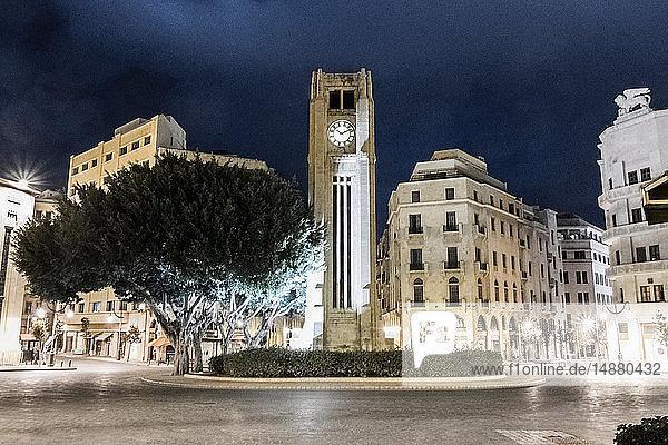 Uhrenturm auf dem Nejmeh-Platz bei Nacht  Beirut  Libanon