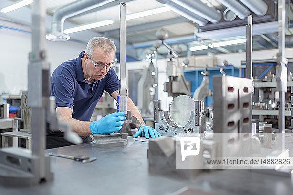 Ingenieur Messteil in Maschinenfabrik
