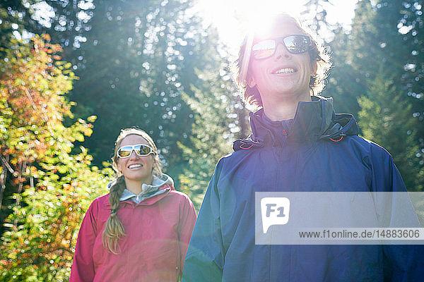 Wanderer auf sonniger Wanderung