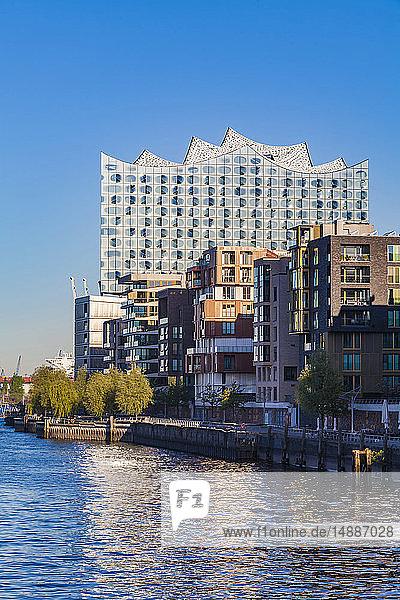 Deutschland  Hamburg  Elbphilharmonie und Grasbrook-Hafen