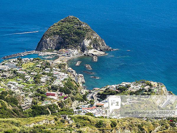 Italien  Kampanien  Ischia  Forio  Blick auf Sant'Angelo