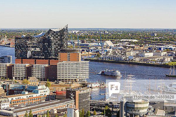Deutschland  Hamburg  Stadtansicht mit Elbphilharmonie