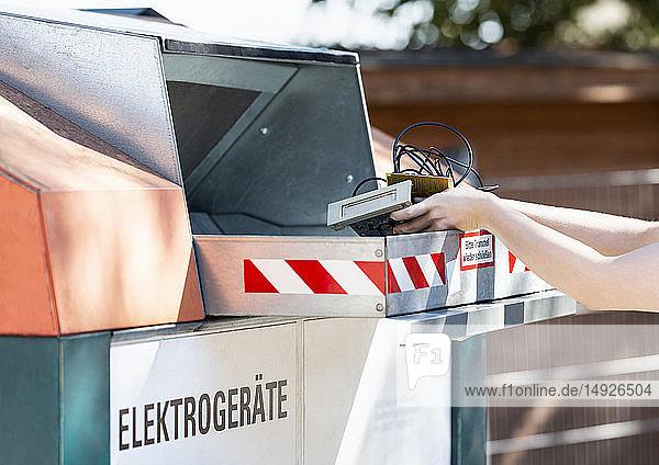 Privater Elektroschrott wird entsorgt